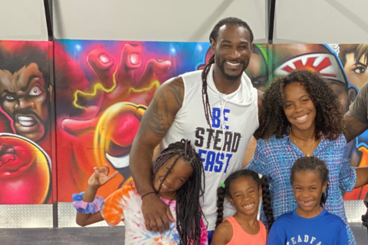 Isaiah Stanback and his family, including his daughter Naria, who lives with type 1 diabetes